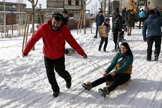 """Erzurum'da """"Geleneksel Kızak Şenliği"""""""