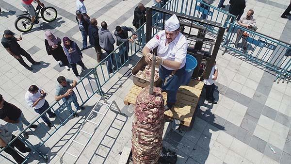 Milli Mücadele anısına tek şişte 919 kilo cağ kebabı...