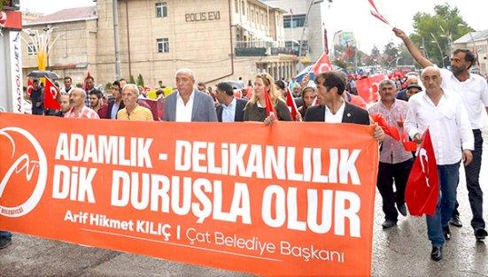 DEMOKRASİ VE ŞEHİTLER MİTİNGİ'NDE ÇAT BELEDİYESİ DE BOY GÖSTERDİ