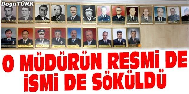 FETÖ'DEN TUTUKLANDI, RESMİ PANODAN KALDIRILDI