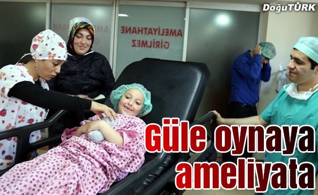 Bu hastanede çocuklar güle oynaya ameliyata gidiyor