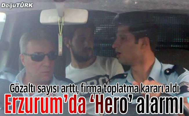 """""""Hero"""" yazılı tişörtü giyen 2 kişi gözaltına alındı"""