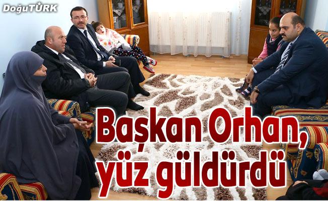 Başkan Orhan, minik Hayrunnisa'nın yüzünü güldürdü