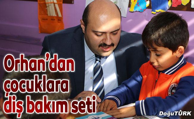 Başkan Orhan'dan öğrencilere diş bakım seti