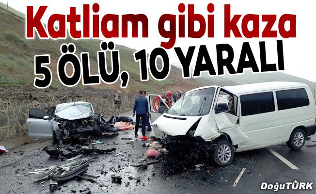 Erzurum'da minibüsle otomobil çarpıştı: 5 ölü, 10 yaralı