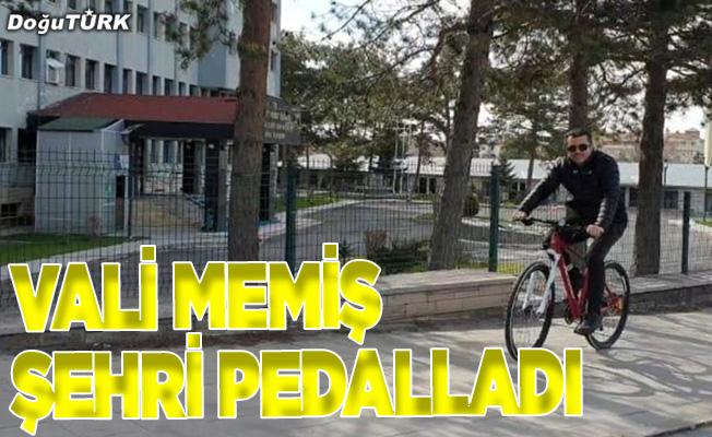 Vali Okay Memiş şehri pedalladı