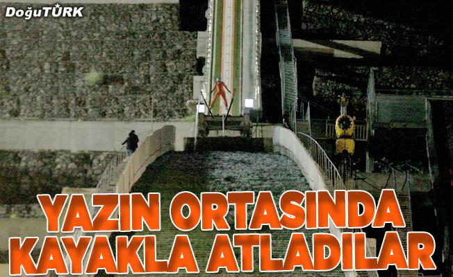 Atatürk'ün Erzurum'a gelişinin 100. yılı dolayısıyla kayakla atladılar