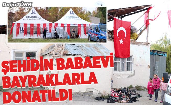 Şehidin Erzurum'daki evi Türk bayraklarıyla donatıldı