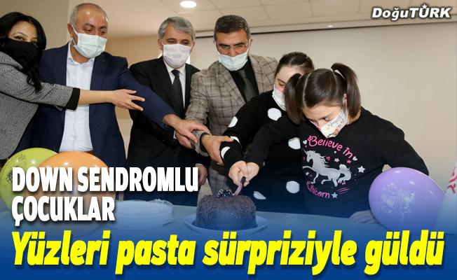 Erzurum'da down sendromlu çocukların yüzü pastalı sürprizle güldü