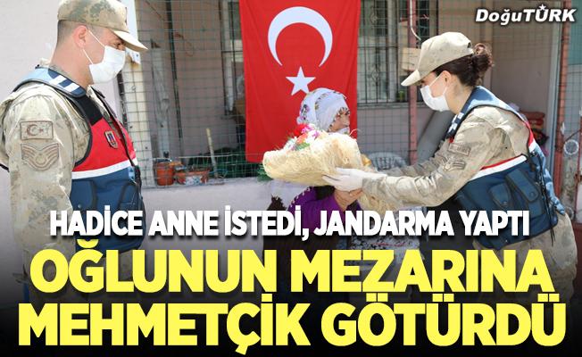 Mehmetçik Hadice anneyi şehit oğlunun mezarına götürdü