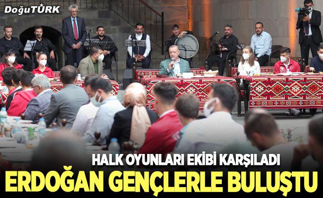 Cumhurbaşkanı Erdoğan Erzurum'da gençlerle buluştu