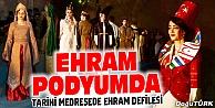 TARİHİ MEDRESEDE EHRAM DEFİLESİ GÖZ KAMAŞTIRDI