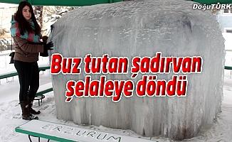 BUZ TUTAN ŞADIRVAN ŞELALEYE DÖNDÜ