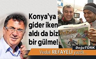 Konya'ya gider iken aldı da bizi bir gülme!
