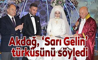 """Akdağ, nikah şahitliği yaptı, """"Sarı Gelin"""" türküsünü söyledi"""
