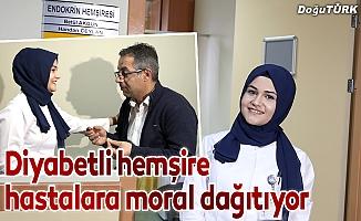 Diyabetli hemşire hastalara moral dağıtıyor