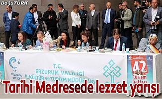 Çifte Minareli Medresede yemek yarışması
