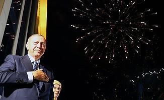 Cumhurbaşkanı Erdoğan, balkon konuşmasında vatandaşlara hitap etti