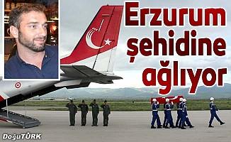 Erzurum şehidine ağlıyor