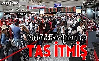 Atatürk Havalimanında tas itmiş!