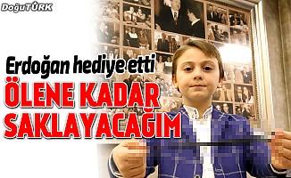 Erdoğan, küçük Muhammed'e hediye etti