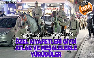 Polisler meşaleli ve atlı yürüyüş yaptı