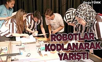 Robotlar kodlanarak yarıştı