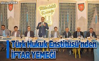 Türk Hukuk Enstitüsü'nden iftar yemeği