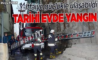 Erzurum'da tarihi ev yandı