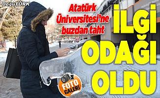 Atatürk Üniversitesi'ne buzdan taht!