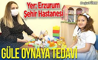 """Erzurum Şehir Hastanesinde çocuklar """"güle oynaya"""" tedavi ediliyor"""