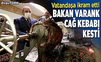 Bakan Varank, Erzurum'da cağ kebabı kesti