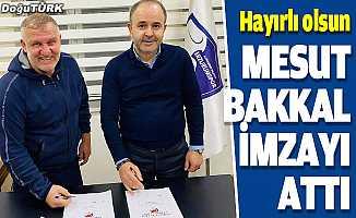 Mesut Bakkal imzayı attı