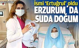 Erzurum Şehir Hastanesinde suda ilk doğum...
