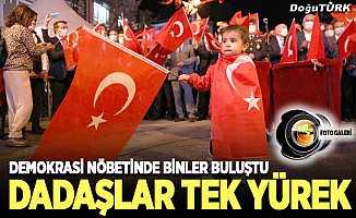 Dadaşlar 'Demokrasi Nöbeti'nde buluştu