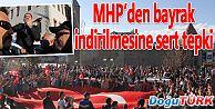 TÜRK BAYRAĞININ İNDİRİLMESİ PROTESTO EDİLDİ