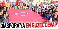 """ÜNİVERSİTE ÖĞRENCİLERİ """"SÖZDE ERMENİ SOYKIRIMI"""" İDDİALARINI PROTESTO ETTİ"""