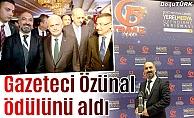 Gazeteci Özünal ödülünü aldı