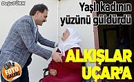 Engelli ve yaşlı kadının yol mutluluğu