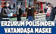 Polisten vatandaşa maske