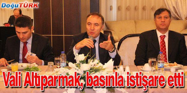 VALİ ALTIPARMAK 2014'ÜN İLK TOPLANTISINI GAZETECİLERLE YAPTI